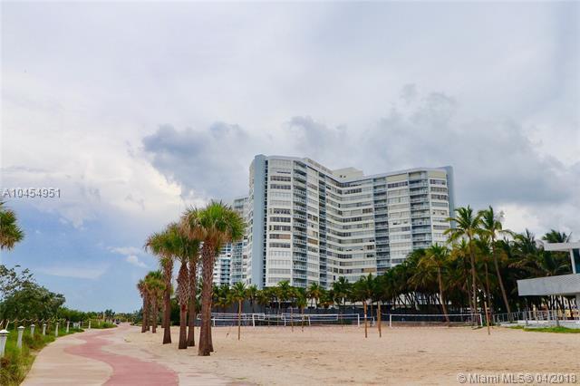 7135 Collins Ave #403, Miami Beach, FL 33141 (MLS #A10454951) :: Calibre International Realty