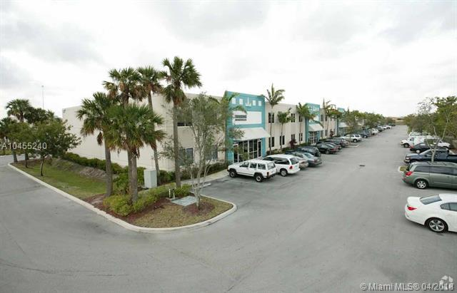 14018 NW 82nd Ave #15, Miami Lakes, FL 33016 (MLS #A10455240) :: Hergenrother Realty Group Miami