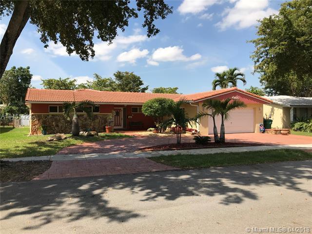 6860 Miami Lakes Dr, Miami Lakes, FL 33014 (MLS #A10455327) :: Hergenrother Realty Group Miami