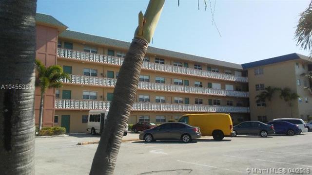 941 Crystal Lake Dr #205, Deerfield Beach, FL 33064 (MLS #A10455361) :: Stanley Rosen Group