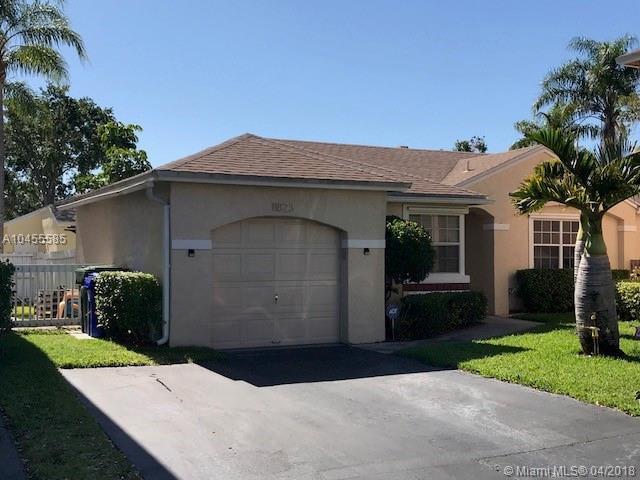 11823 NW 13th St, Pembroke Pines, FL 33026 (MLS #A10455585) :: Stanley Rosen Group