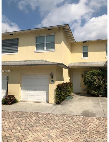 824 SE 4th Ct, Deerfield Beach, FL 33441 (MLS #A10455667) :: Stanley Rosen Group