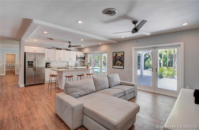 12600 SW 68th Ct, Pinecrest, FL 33156 (MLS #A10455678) :: Carole Smith Real Estate Team