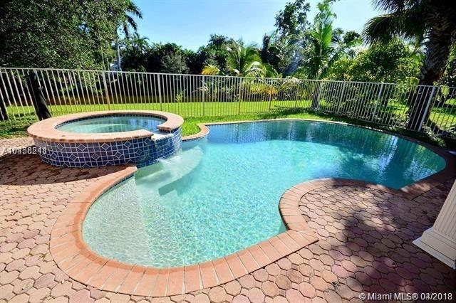 4706 Lakeside Cir E, Davie, FL 33314 (MLS #A10456211) :: Stanley Rosen Group