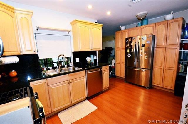 11701 NW 37th St, Sunrise, FL 33323 (MLS #A10456341) :: Jamie Seneca & Associates Real Estate Team