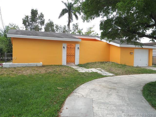 3825 E Lake Pl, Miramar, FL 33023 (MLS #A10456372) :: Green Realty Properties