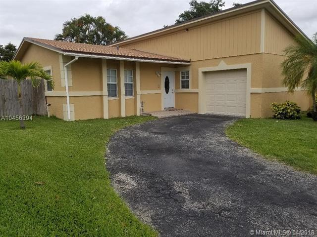 8291 SW 8th St, North Lauderdale, FL 33068 (MLS #A10456394) :: Stanley Rosen Group