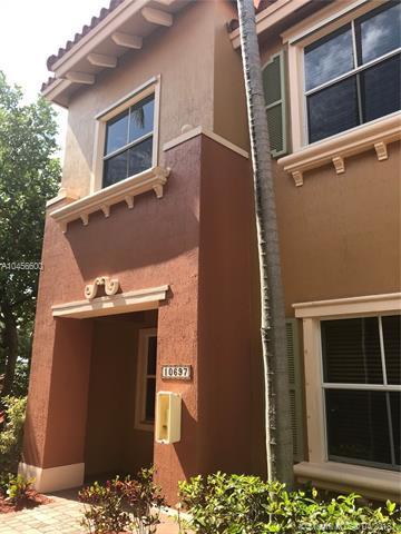 10697 SW 6th St #801, Pembroke Pines, FL 33025 (MLS #A10456600) :: Calibre International Realty