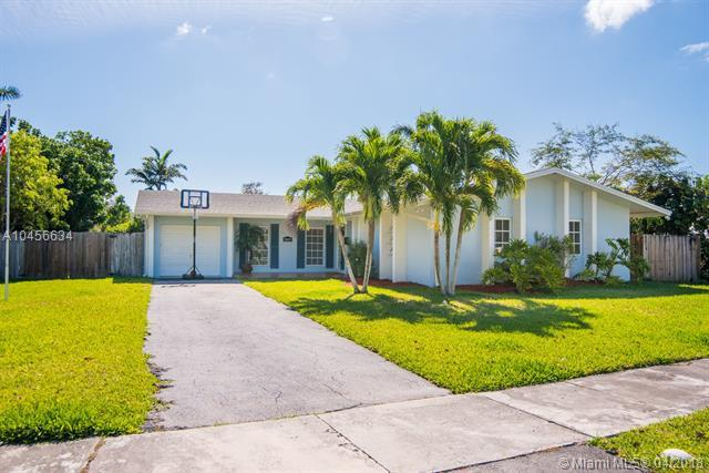 18603 SW 93rd Pl, Cutler Bay, FL 33157 (MLS #A10456634) :: Calibre International Realty