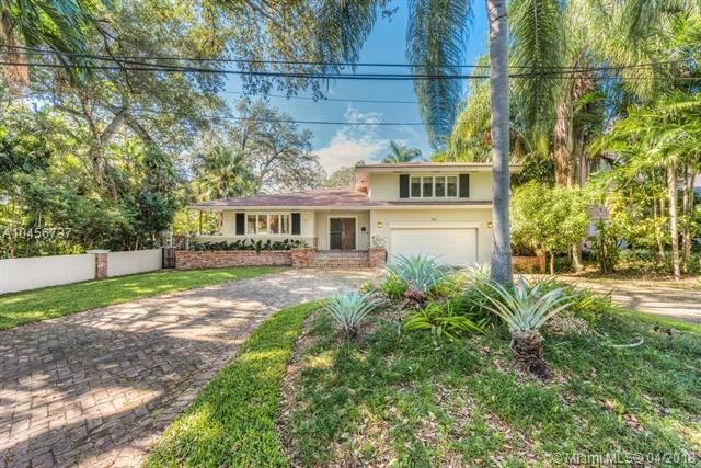 860 Jeronimo Dr, Coral Gables, FL 33146 (MLS #A10456737) :: The Riley Smith Group