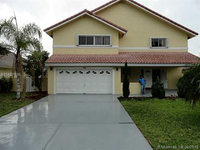 710 NW 207th Ave, Pembroke Pines, FL 33029 (MLS #A10457136) :: Stanley Rosen Group