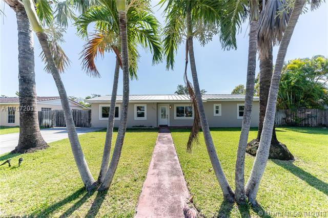 18041 SW 91st Ave, Palmetto Bay, FL 33157 (MLS #A10457203) :: The Riley Smith Group