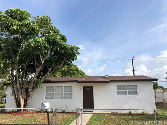 539 W 39th Pl, Hialeah, FL 33012 (MLS #A10457386) :: Carole Smith Real Estate Team
