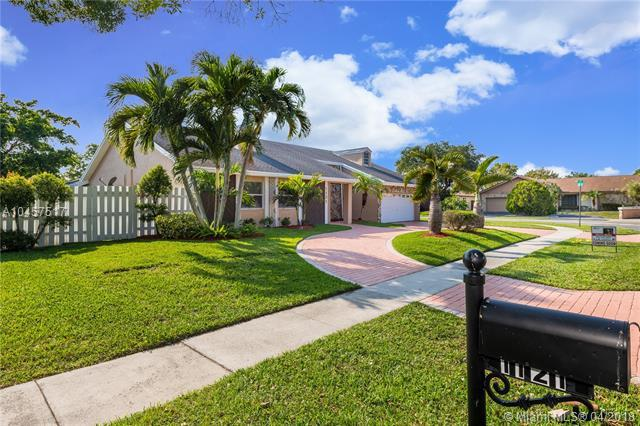 1121 NW 77th Ave, Plantation, FL 33322 (MLS #A10457517) :: Green Realty Properties