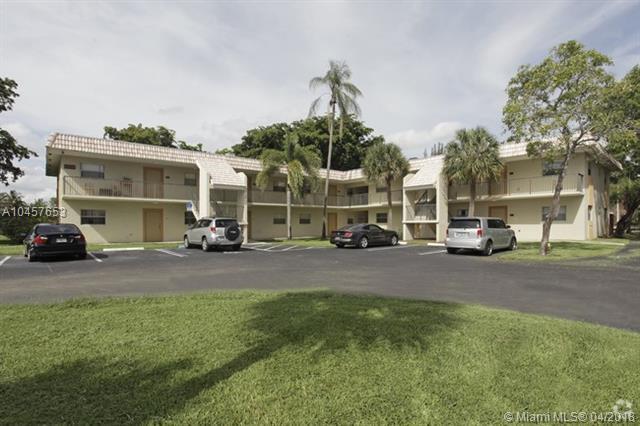 6820 Nova Dr #203, Davie, FL 33317 (MLS #A10457653) :: Stanley Rosen Group