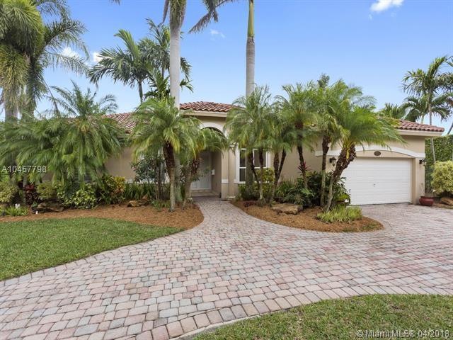 15785 SW 88th Ct, Palmetto Bay, FL 33157 (MLS #A10457798) :: The Riley Smith Group