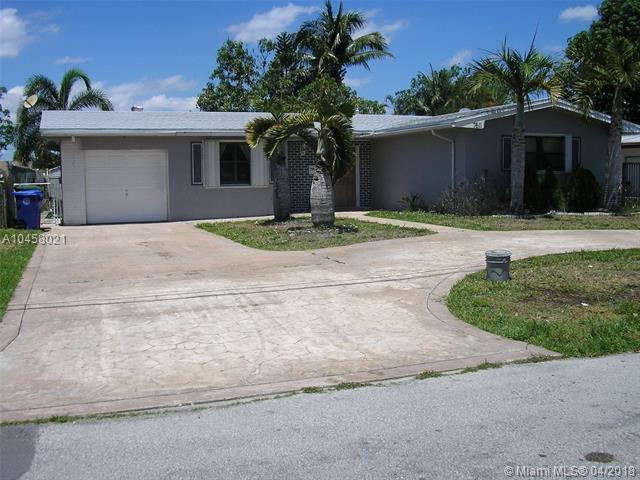 7611 NW 13th St, Pembroke Pines, FL 33024 (MLS #A10458021) :: Stanley Rosen Group