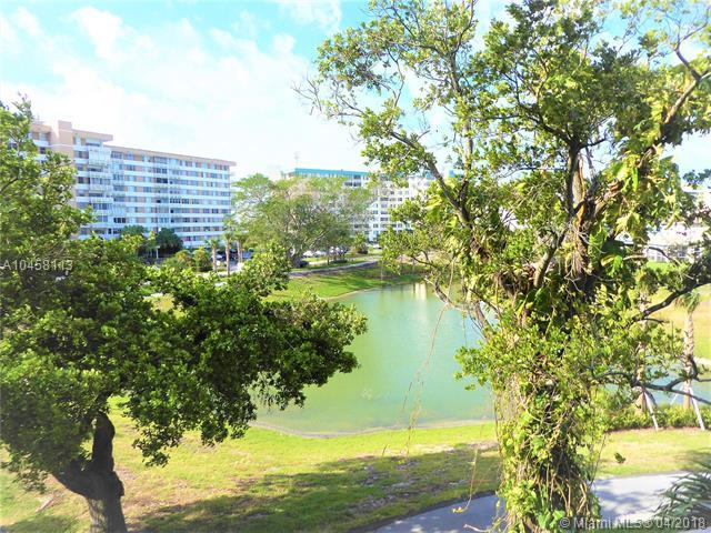 4001 Hillcrest Dr 302-4, Hollywood, FL 33021 (MLS #A10458113) :: Green Realty Properties