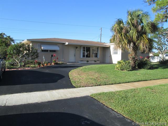 6701 SW 9th St, Pembroke Pines, FL 33023 (MLS #A10458200) :: Stanley Rosen Group