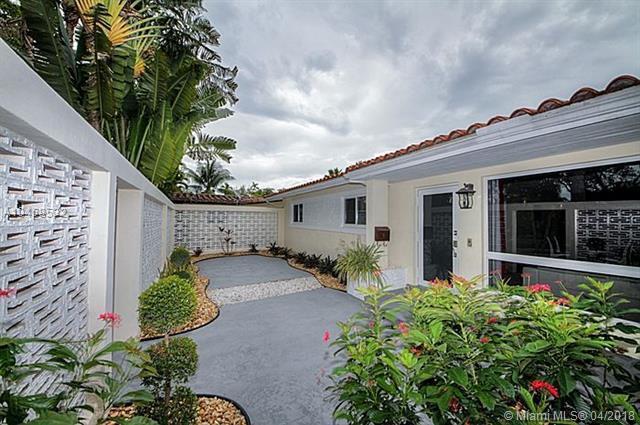 2080 Alamanda Dr, North Miami, FL 33181 (MLS #A10458532) :: The Teri Arbogast Team at Keller Williams Partners SW