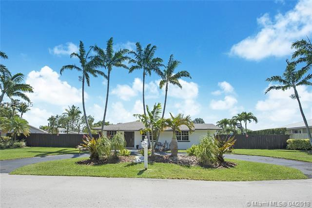 8940 SW 172nd Ter, Palmetto Bay, FL 33157 (MLS #A10458645) :: Stanley Rosen Group
