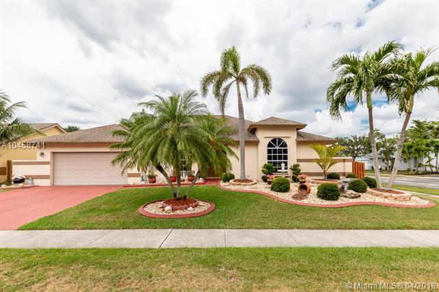 901 SW 150th Ave, Sunrise, FL 33326 (MLS #A10458741) :: Green Realty Properties