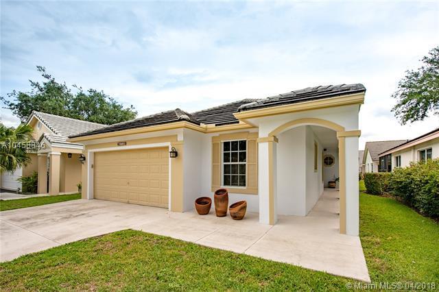 2720 W Lake Park Cir W, Davie, FL 33328 (MLS #A10458846) :: Green Realty Properties