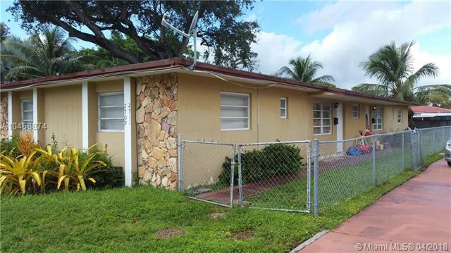 2709 Grant St, Hollywood, FL 33020 (MLS #A10458874) :: Stanley Rosen Group