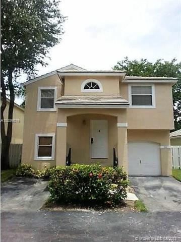 9841 NW 2nd St, Plantation, FL 33324 (MLS #A10459079) :: Stanley Rosen Group