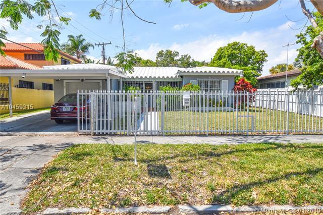 1910 SW 5th Ave, Miami, FL 33129 (MLS #A10459315) :: Stanley Rosen Group