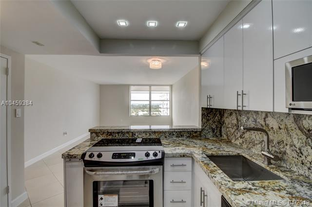 2899 Collins Ave #1208, Miami Beach, FL 33140 (MLS #A10459384) :: Prestige Realty Group