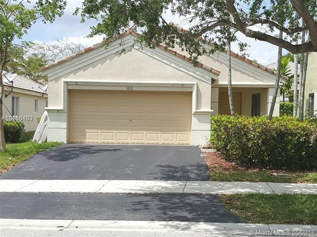 1212 Canary Island Dr, Weston, FL 33327 (MLS #A10460403) :: Green Realty Properties