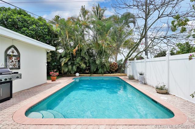 2124 NE 62nd St, Fort Lauderdale, FL 33308 (MLS #A10460572) :: Stanley Rosen Group
