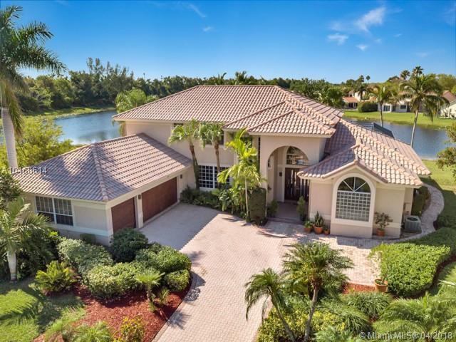 595 Coconut Cir, Weston, FL 33326 (MLS #A10460614) :: Stanley Rosen Group
