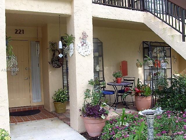 2225 SW 15th St #221, Deerfield Beach, FL 33442 (MLS #A10463656) :: Stanley Rosen Group