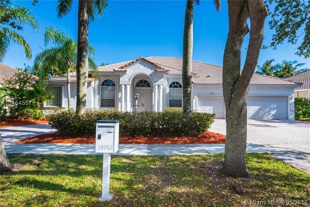 10762 Denver Dr, Cooper City, FL 33026 (MLS #A10464557) :: Green Realty Properties