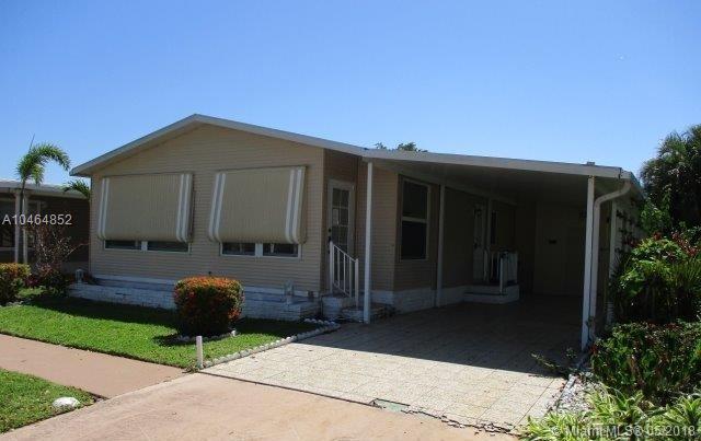5254 NW 4th Ave, Deerfield Beach, FL 33064 (MLS #A10464852) :: Stanley Rosen Group