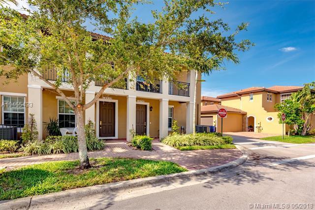 14752 SW 11th St #14752, Pembroke Pines, FL 33027 (MLS #A10465433) :: Green Realty Properties