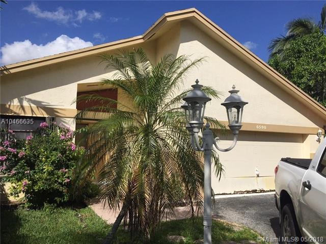 6590 SW 13th St, Plantation, FL 33317 (MLS #A10466635) :: Stanley Rosen Group