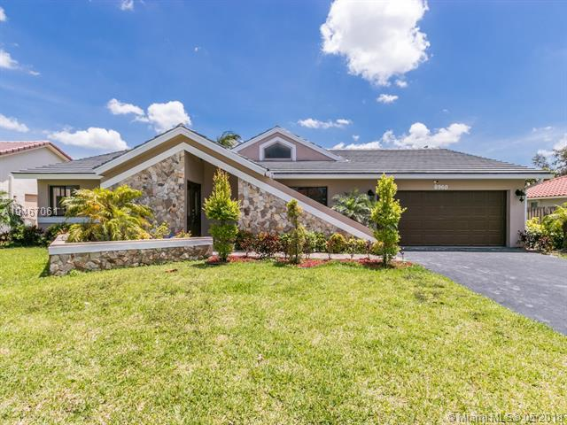 8960 NW 45th Ct, Coral Springs, FL 33065 (MLS #A10467061) :: Green Realty Properties