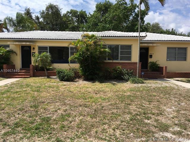 844 NE 121st St, Biscayne Park, FL 33161 (MLS #A10467440) :: The Jack Coden Group
