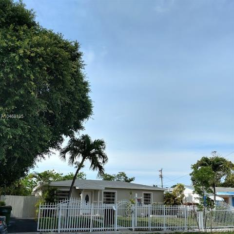 1435 NE 142nd St, North Miami, FL 33161 (MLS #A10468135) :: The Jack Coden Group