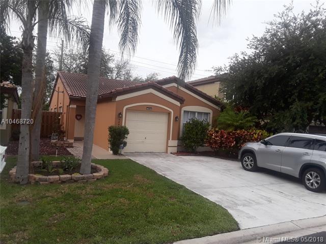 4344 NW 1st St, Deerfield Beach, FL 33442 (MLS #A10468720) :: Stanley Rosen Group