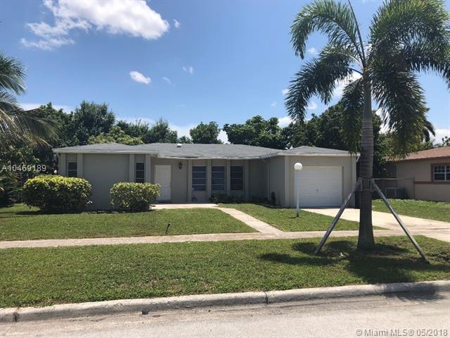 4991 SW 8th St, Margate, FL 33068 (MLS #A10469189) :: Stanley Rosen Group