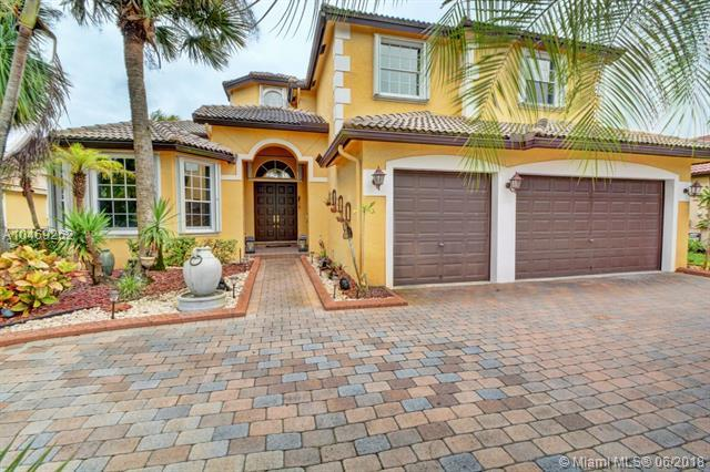 18960 SW 32nd St, Miramar, FL 33029 (MLS #A10469262) :: The Chenore Real Estate Group