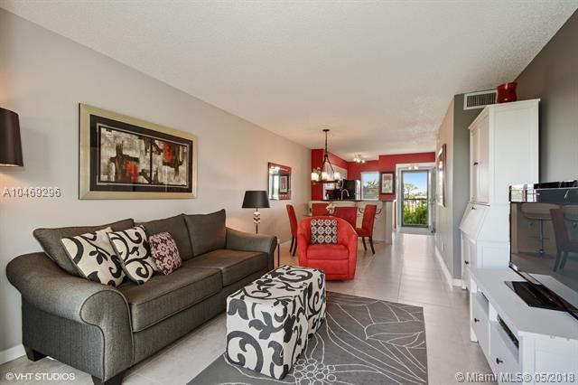 2230 N Cypress Bend Dr #402, Pompano Beach, FL 33069 (MLS #A10469296) :: Green Realty Properties