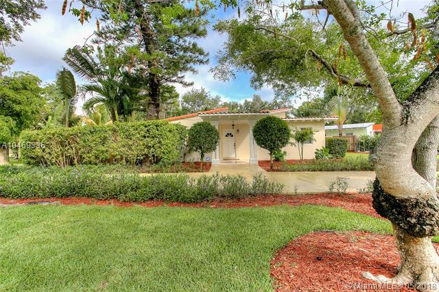 6730 SW 63rd Ave, South Miami, FL 33143 (MLS #A10469336) :: The Riley Smith Group