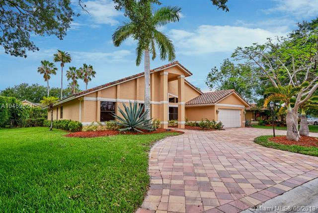 5256 NW 89th Dr, Coral Springs, FL 33067 (MLS #A10469624) :: Green Realty Properties