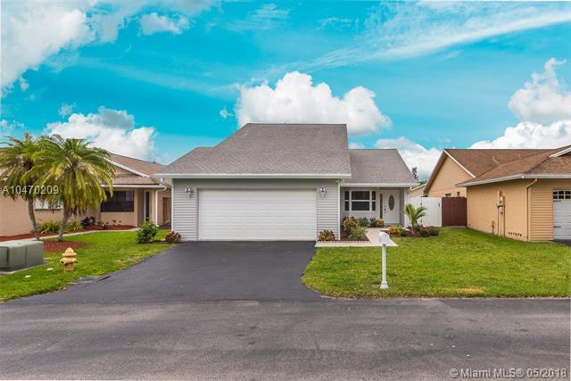 8350 SW 41st St, Davie, FL 33328 (MLS #A10470209) :: Green Realty Properties