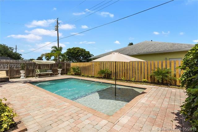 4370 NE 13th Ave, Oakland Park, FL 33334 (MLS #A10470355) :: The Teri Arbogast Team at Keller Williams Partners SW